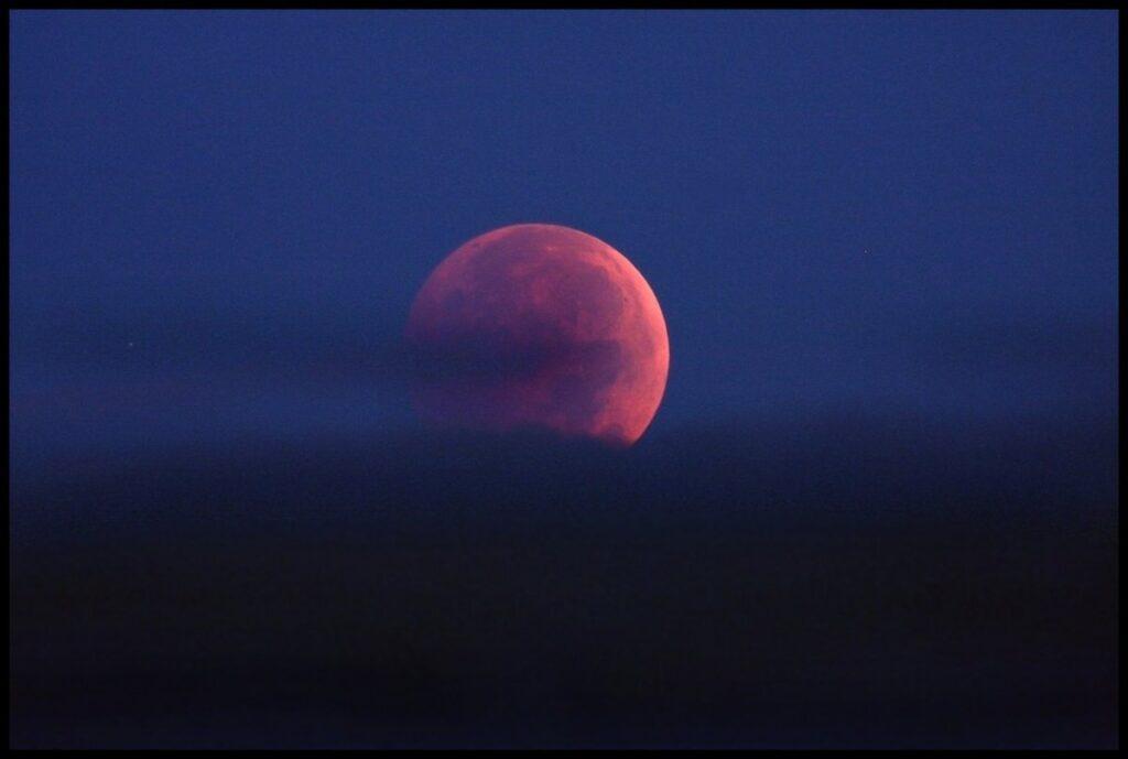 луна при затмении